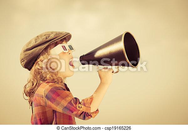 呼喊, 孩子, 擴音器, 透過, 葡萄酒 - csp19165226