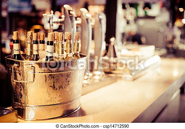 品嘗, 向上, 酒, 托盤, 集合, 瓶子, 裝飾, 酒吧, 餐館 - csp14712590