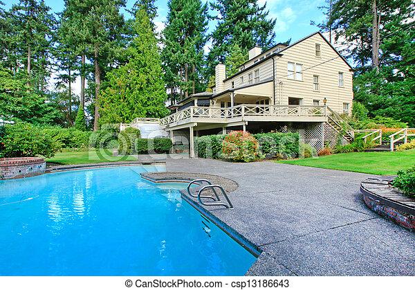 布朗, 花園, 夏天房子, 大, 外部, 池, 游泳 - csp13186643