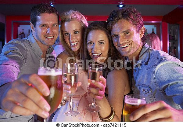 忙, 酒吧, 人們, 年輕, 樂趣, 組, 有 - csp7421115