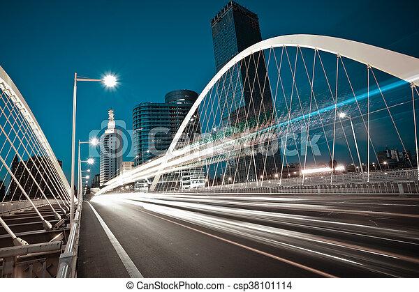橋梁, 光, 大梁, 汽車, 弧, 高速公路, 夜晚, 形跡, 城市, 風景 - csp38101114