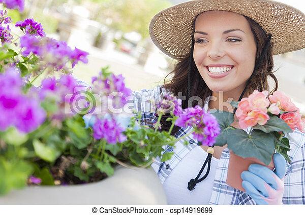 穿, 婦女, 園藝, 年輕 成人, 在戶外, 帽子 - csp14919699