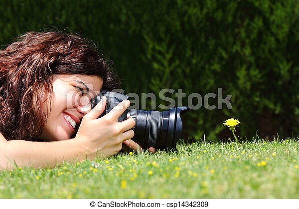 美麗的婦女, 拿, 花, 草, 攝影 - csp14342309