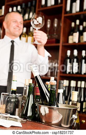 酒吧, 餐館, 侍者, 玻璃, 打掃, 酒 - csp18231737
